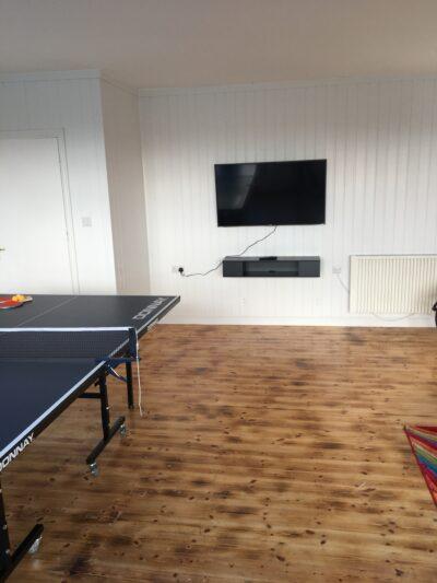 The Cedars Games Room - Smart TV
