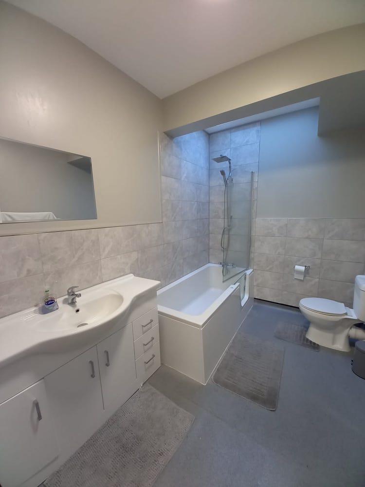 Oxney bathroom